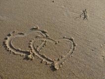 Due cuori nella sabbia Fotografia Stock