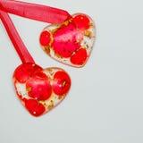 Due cuori rossi Carta di carta del biglietto di S. Valentino Immagini Stock
