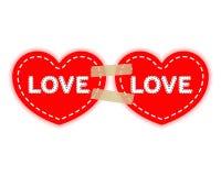 Due cuori rossi su nastri adesivi di carta di un Velcro Concetto di amore, giorno del ` s del biglietto di S. Valentino Vettore i illustrazione di stock