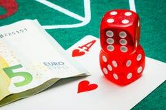 Due dadi rossi con gli euro Immagine Stock