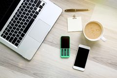 Due del telefono cellulare che differente di tecnologia fotografia stock libera da diritti