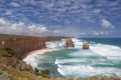 Due delle dodici rocce degli apostoli sulla grande strada dell'oceano, l'Australia Immagine Stock