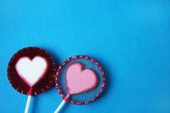 Due dolci sotto forma d'i cuori Fotografia Stock