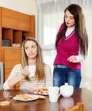 Due donne che hanno litigio Fotografia Stock