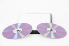 Due DVD viola che si appoggiano sul caso immagine stock libera da diritti