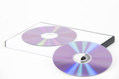Due DVD viola che si appoggiano sul caso fotografie stock