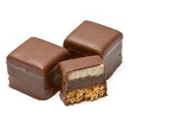 Due e un cioccolato riempito mezzo Immagini Stock