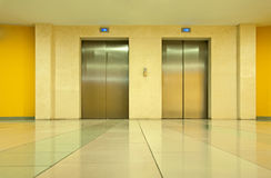 Due elevatori Fotografie Stock Libere da Diritti