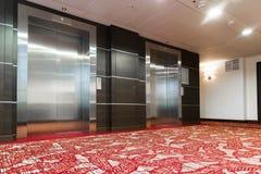 Due elevatori con le porte del metallo in hotel Immagine Stock Libera da Diritti