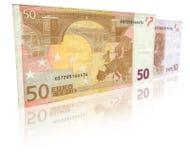 Due euro note con la riflessione Fotografia Stock