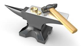 Due fedi nuziali dorate su un'incudine del metallo Immagini Stock Libere da Diritti