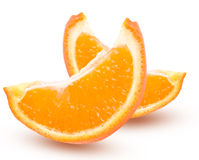 Due fette di mandarino arancio con le foglie isolate su fondo bianco Fotografia Stock