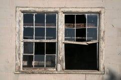Due finestre alla vecchia azienda agricola Immagine Stock