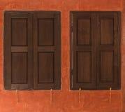 Due finestre chiuse Immagine Stock