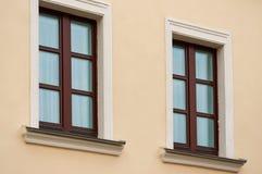 Due finestre di legno Fotografia Stock