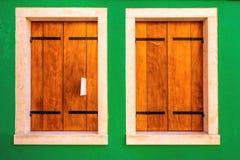 Due finestre di legno Fotografia Stock Libera da Diritti