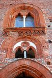 Due finestre munite di montanti meravigliose nel castello di Vigevano vicino a Pavia in Lombardia (Italia) Immagine Stock