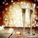 Due flauto eleganti di champagne scintillante Fotografia Stock