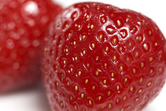 Due fragole lavate fresche rosse su fondo bianco Fotografia Stock