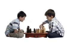 Due fratelli che giocano scacchi Immagine Stock Libera da Diritti