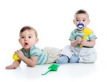 Due fratelli con la pala ed il rastrello Fotografia Stock