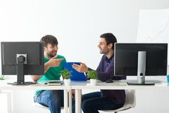 Due genti di affari che discutono le idee alla riunione Immagini Stock Libere da Diritti