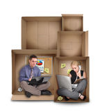 Piccola gente dell'imprenditore che lavora in scatola Fotografie Stock Libere da Diritti