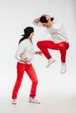 Due genti divertenti isolate su fondo bianco fotografia stock libera da diritti