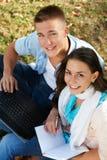 Due giovani allievi sorridenti all'aperto Fotografia Stock Libera da Diritti