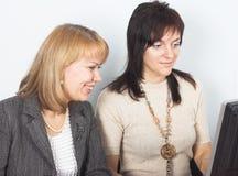 Due giovani donne di affari Fotografie Stock