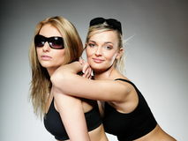 Due giovani donne sportive dopo l'allenamento Immagini Stock