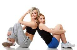 Due giovani donne sportive dopo l'allenamento Fotografie Stock