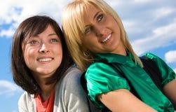 Due giovani ragazze felici Fotografia Stock Libera da Diritti