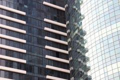 Due grattacieli urbani con le finestre di vetro Fotografia Stock Libera da Diritti