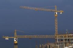 Due gru a costruzione Immagine Stock
