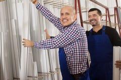 Due impiegati hanno selezionato il profilo del PVC Immagini Stock Libere da Diritti