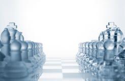 Due insiemi degli eserciti di vetro di scacchi Fotografie Stock Libere da Diritti