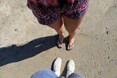 Due insiemi dei piedi fotografia stock