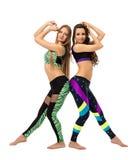 Due istruttori attraenti di forma fisica che posano a piedi nudi Fotografie Stock