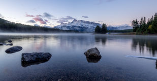 Due Jack Lake nel parco nazionale di Banff Immagine Stock Libera da Diritti