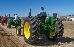 Due John Deere Tractors d'annata anziano alla manifestazione Fotografia Stock