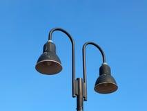 Due lampade di via di giorno Fotografie Stock Libere da Diritti