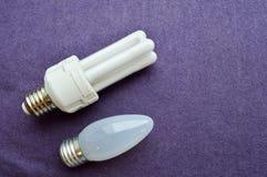 Due lampadine fotografie stock
