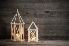 Due lanterne di legno su vecchio fondo rustico Fotografie Stock Libere da Diritti