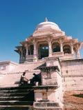 Due lavoratori dei cenotafi di Ahar, Ahar, Ragiastan, India fotografia stock