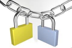 Due lucchetti sulla catena metallica Immagini Stock