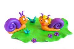 Due lumache, modellistica dell'argilla. fotografia stock