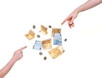 Due mani che indicano ai soldi Immagine Stock