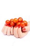 Due mani che tengono i pomodori ciliegia Fotografia Stock Libera da Diritti