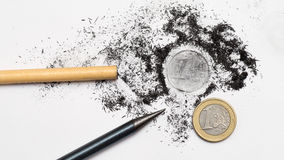 Due matite ed una euro moneta Fotografia Stock
